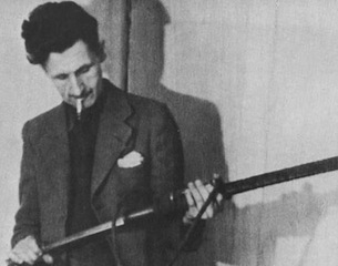 George-Orwell-with-gun